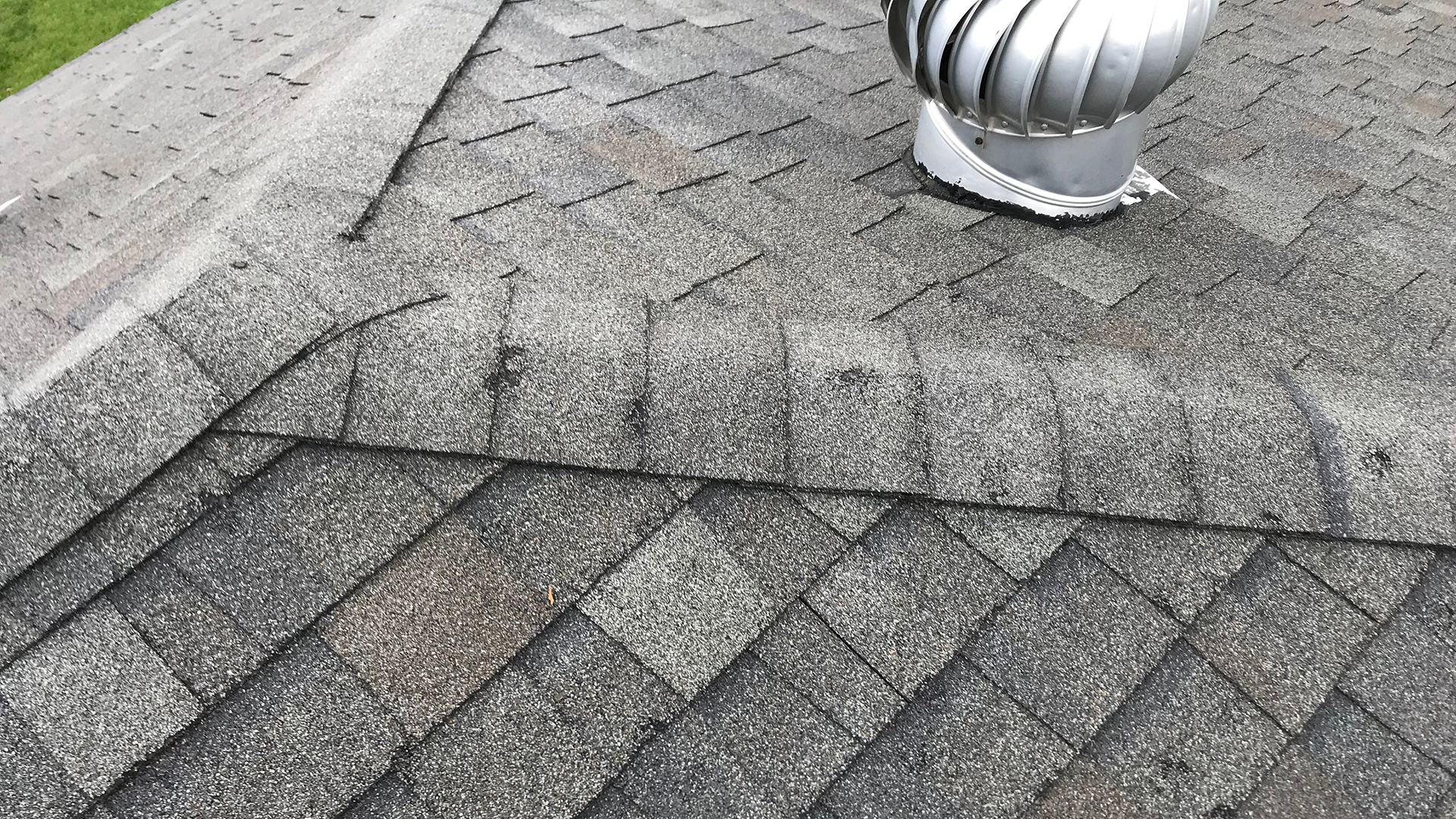 When Does My Roof Need to be Replaced vs Repaired?